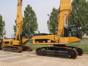 800px-Caterpillar_345CL_-26_330DL.JPG