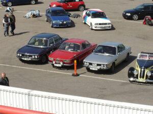 800px-Classic_BMWs_-283183937106-29.jpg
