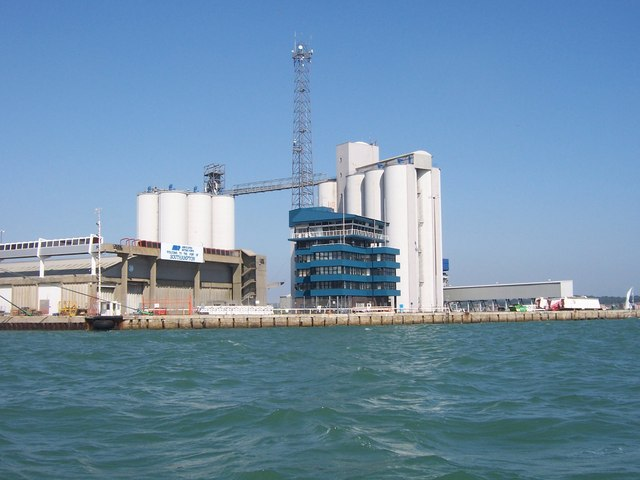 port_buildings_-_southampton_-_geograph-org-uk_-_943527