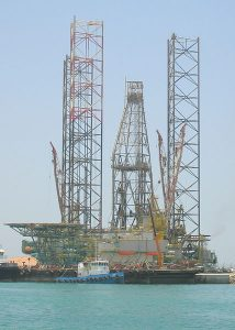 428px-drilling_rig_jack_up_type_abu_dhabi_port_mena_zayed_abu_dhabi_united_arab_emirates_may_2008